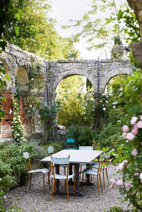 style toscan jardin terrasse pierre rosiers - blog déco - clem around the corner