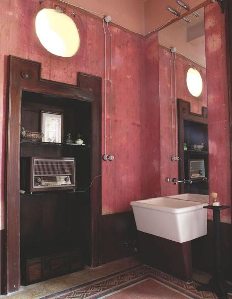 style toscan un escalier années 20 dans une maison en italie - blog déco - clem around the corner