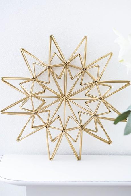 décoration originale étoile bâtonnets paille laiton doré