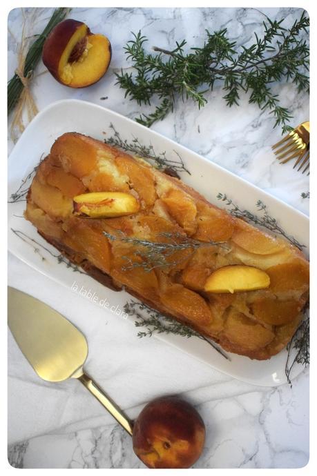 Cake aux pêches caramélisées