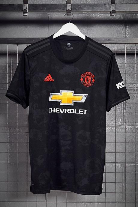 adidas habille le troisième jersey de Manchester United d'un print floral