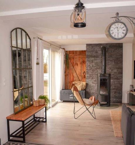 miroir verrière horloge industrielle fauteuil cuir cheminée salon - blog déco - clematc