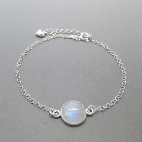 Un bracelet pierre de lune pour femme