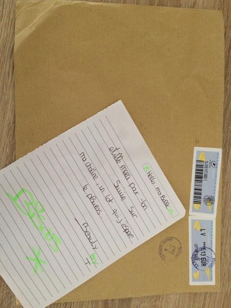 Une enveloppe surprise dans ma boîte au lettre – ADÉLE