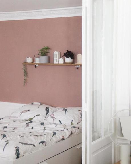 chambre mur de couleur rose étagère verrière blanche voilage la loutre scandinave - blog clemaroundthecorner