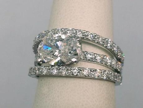 bague large pour femme avec gros diamant ovale