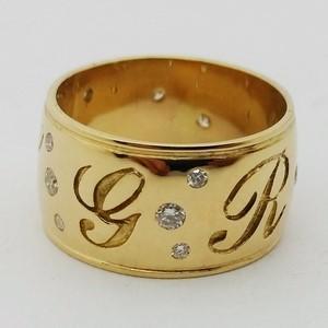 large bague bandeau avec initiales pour femme en or 18 carats