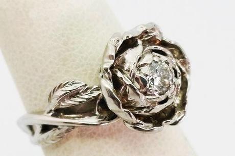 grosse bague fleur pour femme avec diamant