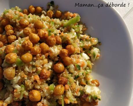 Salade de quinoa aux légumes et pois chiches rôtis
