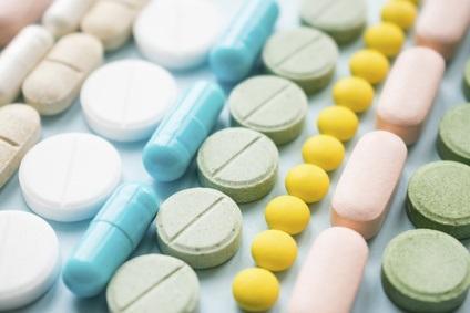 Un faible taux de testostérone, corrélé généralement à une perte musculaire, à un gain de poids, à l'ostéoporose, à une baisse de libido et à une infertilité, est associé à la consommation d'opioïdes dans 35 à 90% des cas