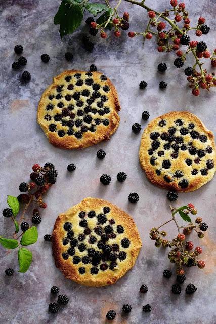 dessert du diimanche , pâte sucrée , amandes , mûres , patisserie facile , cuisine simple