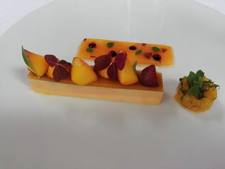 Foie gras , pêches © Gourmets&co . .