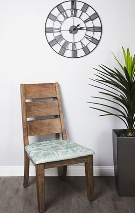 DIY chaise bois coussin vert reflet salon - blog déco - clem around the corner