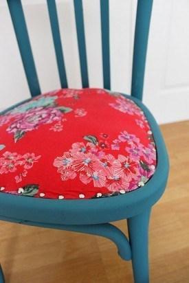 DIY chaise bois vintage bleu rose fleurs - blog déco - clem around the corner