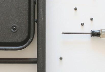 DIY chaise pliante noire clous vis - blog déco - clem around the corner