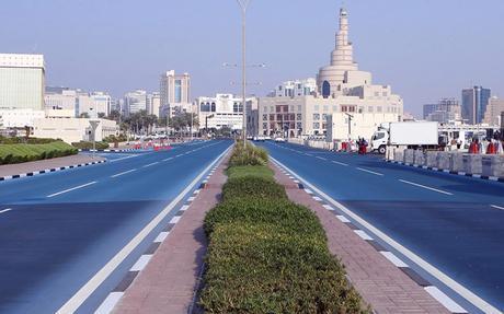 Qatar : des routes peintes en bleu pour rafrâichir la température