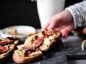 Toasts figues, brie, bacon noix