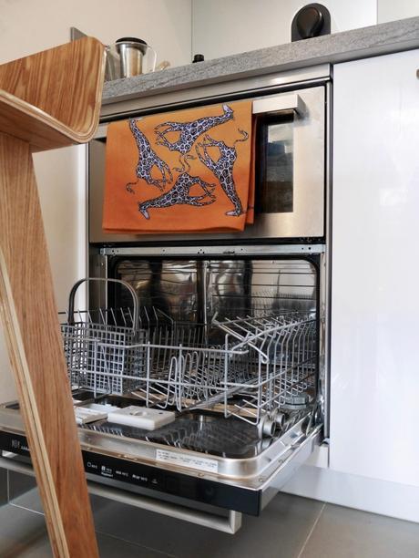 mini lave vaisselle design chrome appartement étudiant kitchenette moderne