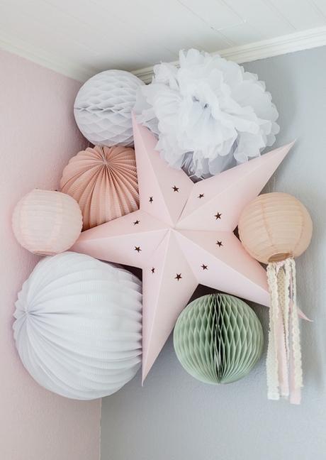 chambre rose et verte bébé étoile pompons - blog déco - clem around the corner