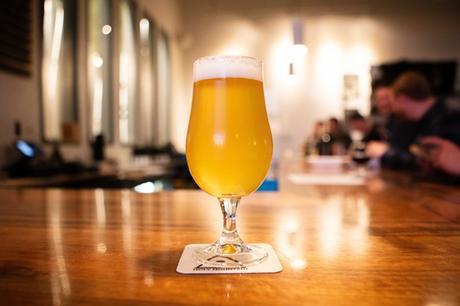 Une bière de houblon fraîche à Holy Mountain Brewing l'année dernière.