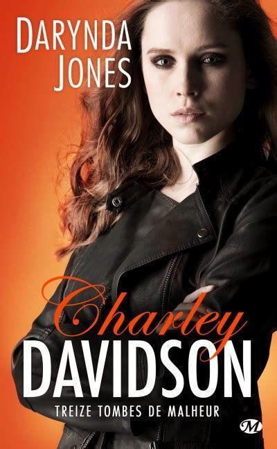 Charley Davidson, T13 : Treize tombes de malheur par Darynda Jones