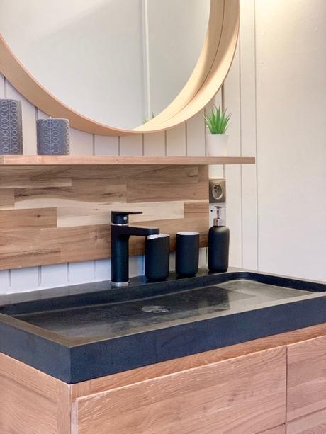meuble vasque pierre lave ardoise noire style montagne chalet grand miroir rond bois massif bougie tricoté tricot noeud grise