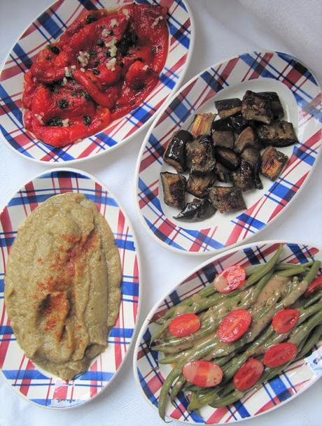 Mezze de légumes : haricots verts, aubergines et poivrons