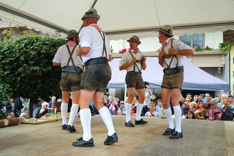 autriche tyrol zillertal zell am ziller almabtrieb danse traditionnelle