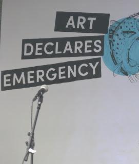 EXTINCTION REBELLION:  Merrion Square Dublin: la force des images, un bateau pour l'avenir!