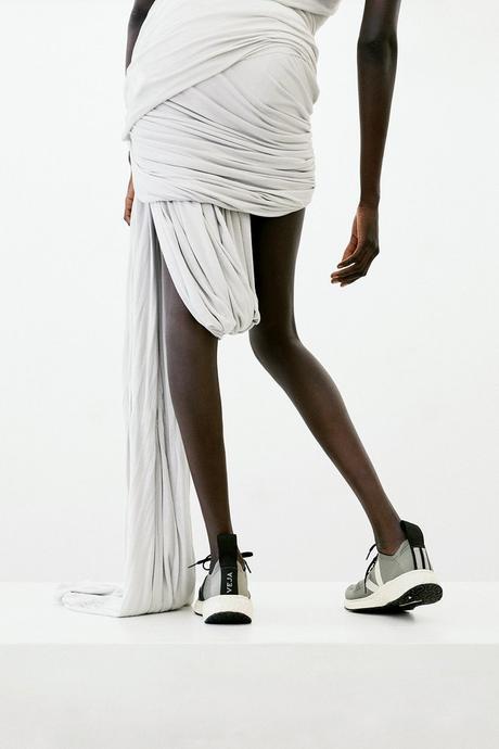 Rick Owens  interroge l'éco-responsabilité dans la mode et collabore avec Veja pour ses nouvelles sneakers