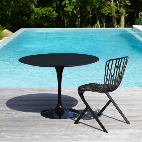 mobilier de jardin repas table ronde design noir mat piscine
