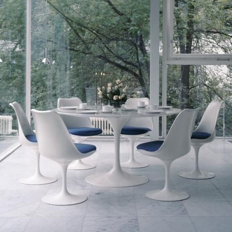 table tulipe blanche salle à manger chaise tulipe décoration intérieure - blog déco - clemaroundthecorner