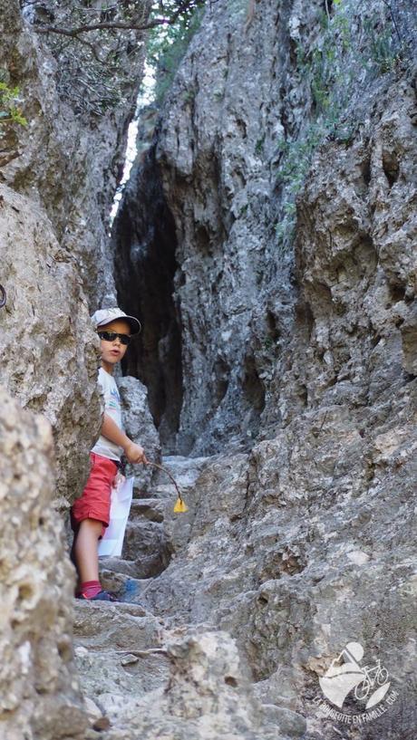 Le Cirque de Mourèze : une randonnée ludique en famille