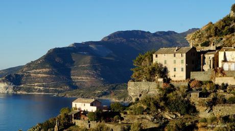 Comment aller en Corse puis comment se déplacer sur l'île ?