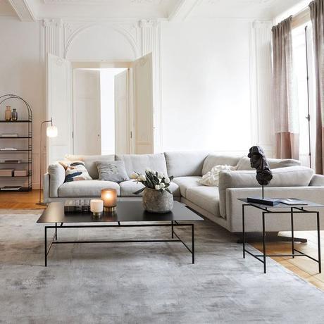 salon appartement haussmanien canapé panoramique gris angle fauteuil rose design moderne