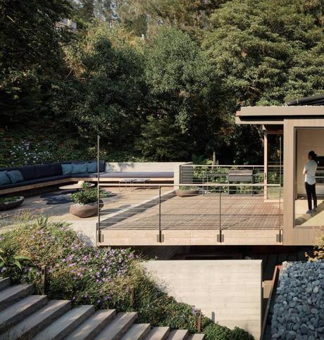 villa à San Francisco terrasse en bois escalier béton banquette coussin bleu - blog déco - clem around the corner