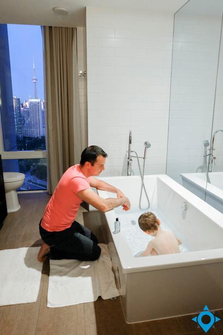 toronto x hotel bath room