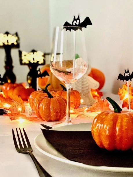 art de la table couvert noir squelette orange et noir table halloween - blog déco - clemaroundthecorner
