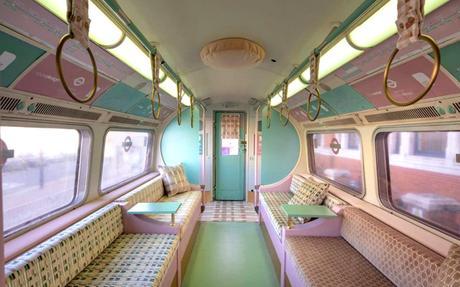 Une rame du métro Londonien plongée dans les 60's