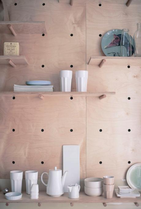 clem around the corner studio de 30m2 espace cuisine mobilier bois naturel marron contreplaqué