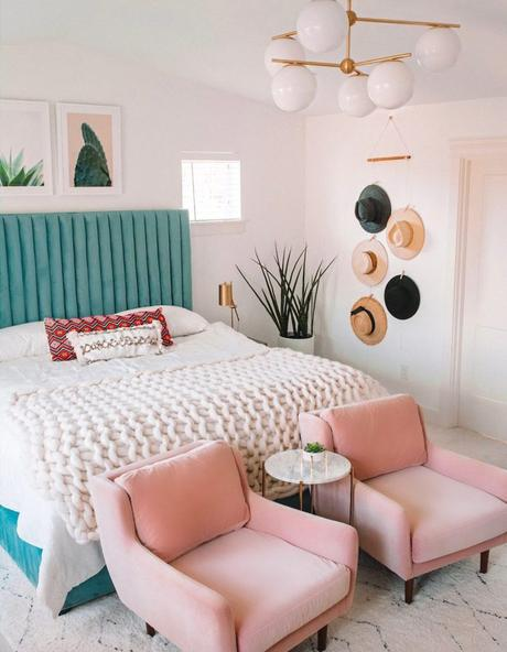 rose blush chambre style gipsy fauteuil tête de lit bleu velours - blog déco - clem around the corner