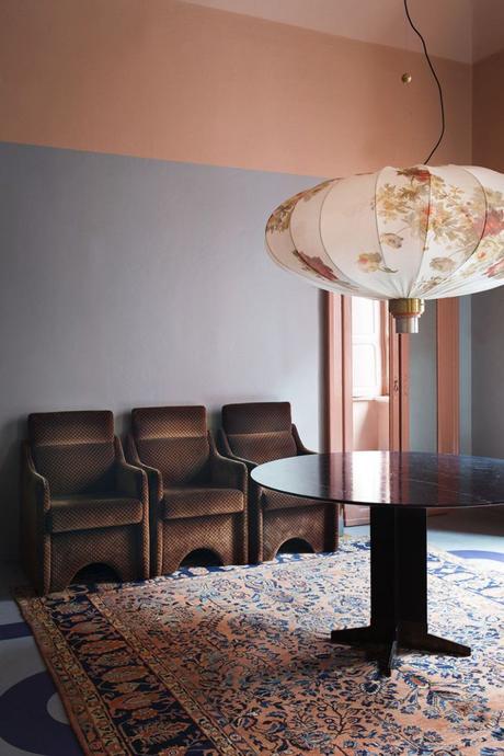 rose blush salle à manger bleu abat jour papier asiatique tapis vintage - blog déco - clem around the corner