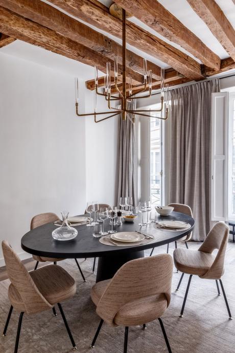 déco en bois salle à manger chaise ronde taupe vintage - blog déco - clem around the corner