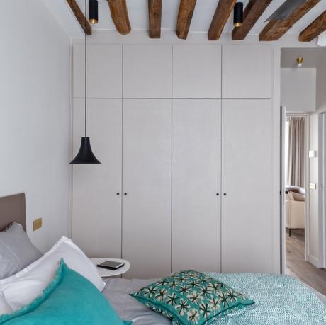 déco en bois chambre épurée moderne blanc bleu taupe - blog déco - clem around the corner