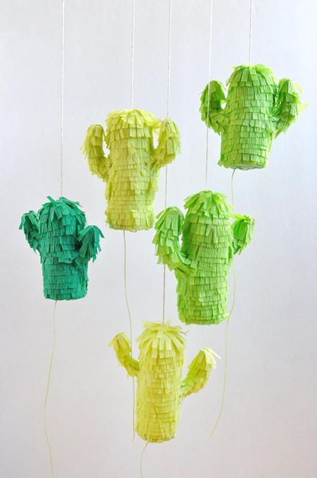 diy piñata facile à faire forme cactus papier crépon vert - blog déco - clem around the corner