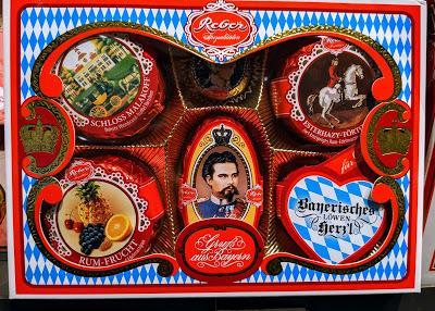 Ludwig II. und Neuschwanstein in der Werbung - 2 Beispiele.