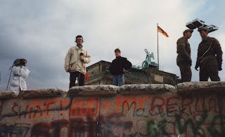 BERLIN, le mur : 30 ans déjà :  Une fois le mur tombé tout est allé très vite.