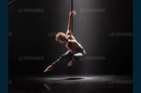 La chute des anges, spectacle de cirque chorégraphié avec Raphaëlle Boitel, les 14 et 15 novembre au théâtre. Photo Le Grand T