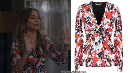 MODERN FAMILY : Gloria's twist-front printed top in s11e06