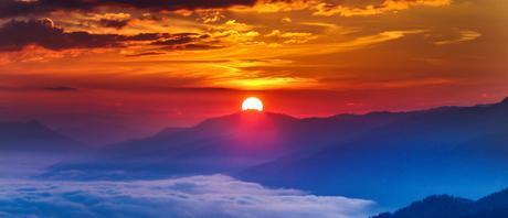 Une pierre oeil de lune qui se recharge au soleil